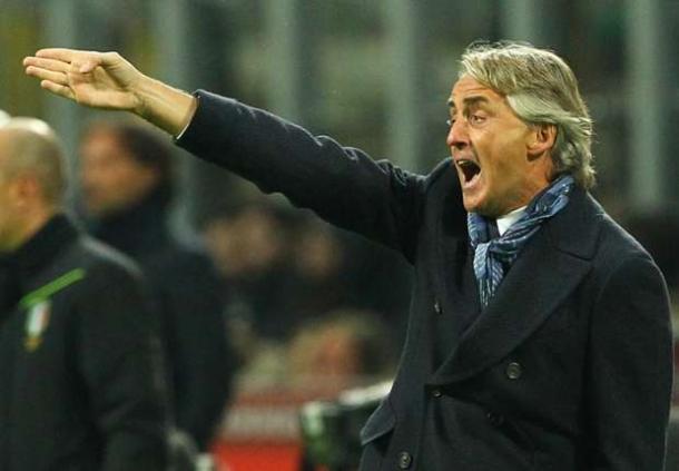 Roberto Mancini Merendah